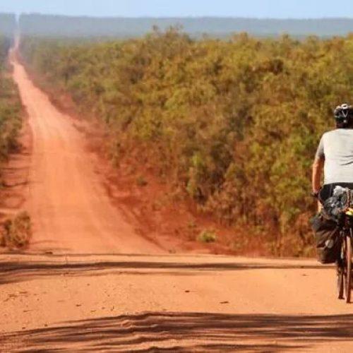 Kuzeyi Rüzgar Gösterir, Bisiklet Götürür