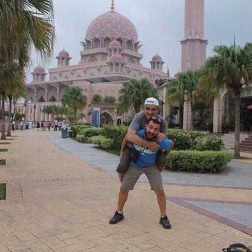 Oğluyla Otostop Yaparak 53 Yaşında Dünyayı Gezen Babanın Sözleri